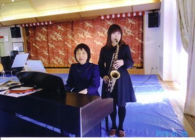 サックスとピアノで演歌・ジャズ演奏