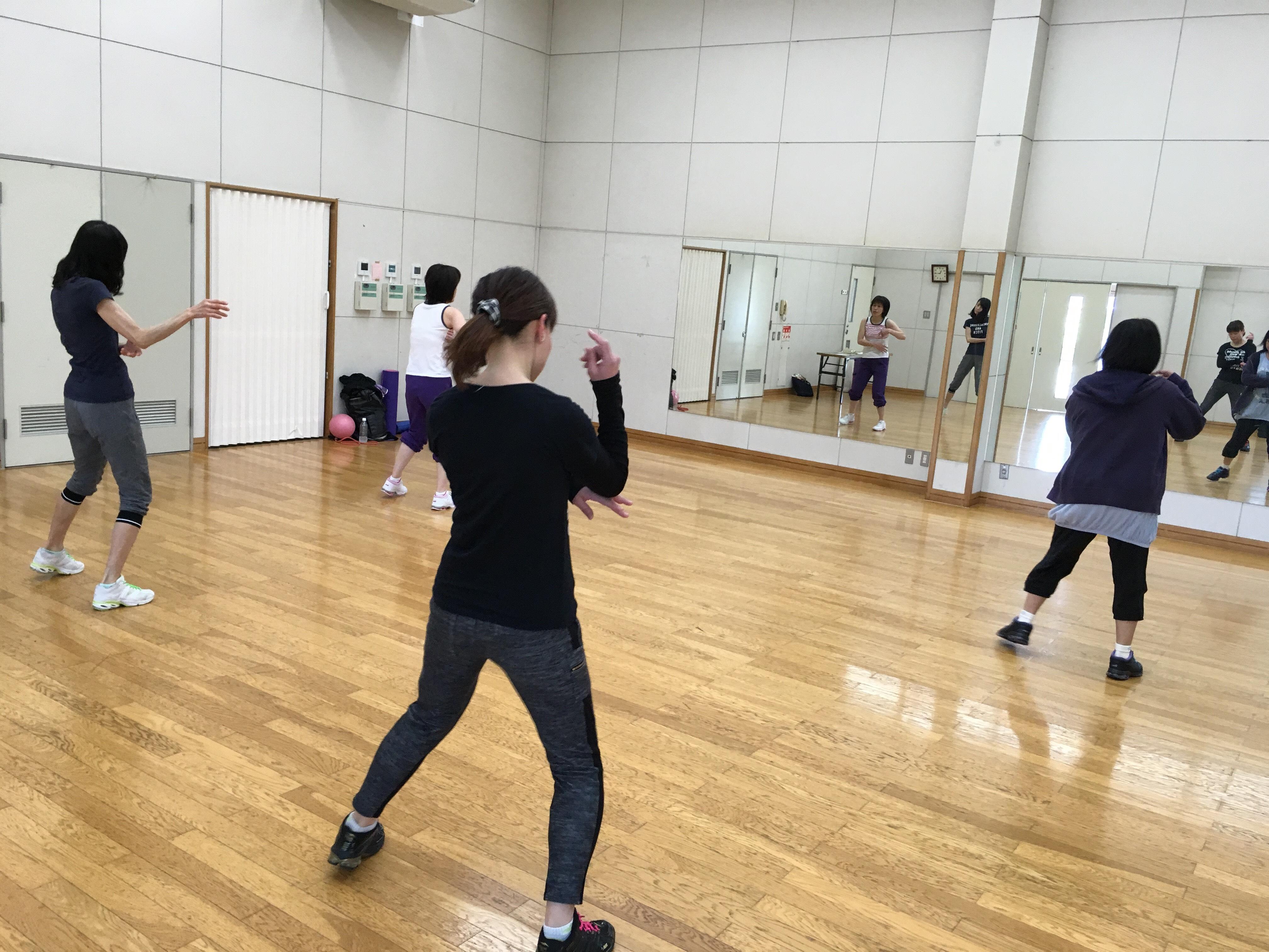 エアロビックダンスの練習風景